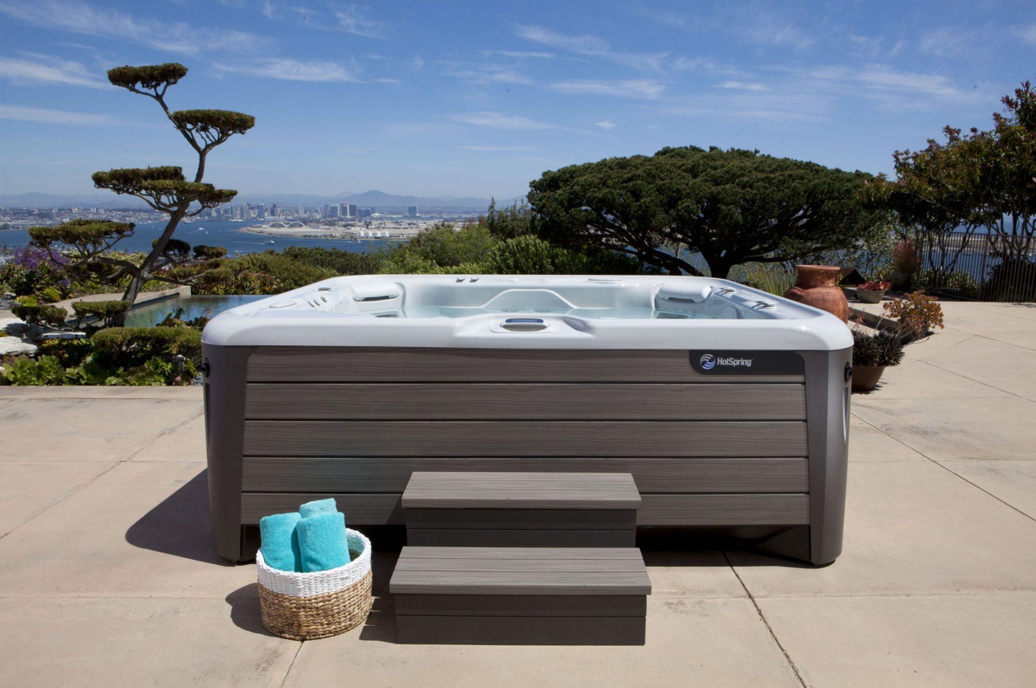 Hot-Spring-Highlife-2014-Grandee-NXT-Ice-Gray-Monteray-Gray-Lifestyle-Spa-Alone-01-2200x1462 Наружные SPA ванны
